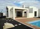 Property with pool and garage in Playa Blanca